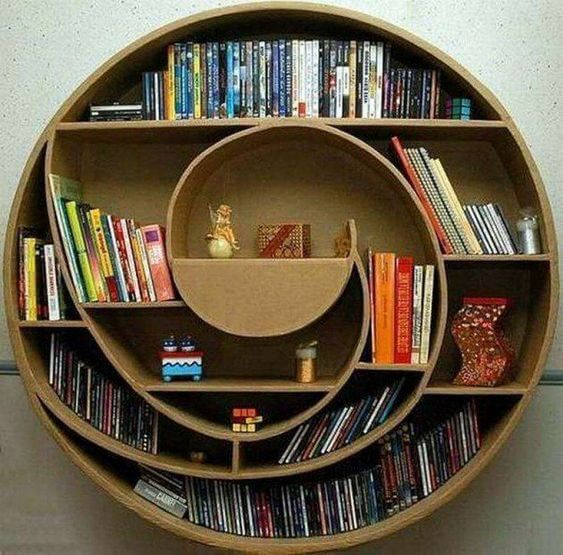 Egyedi könyvespolc